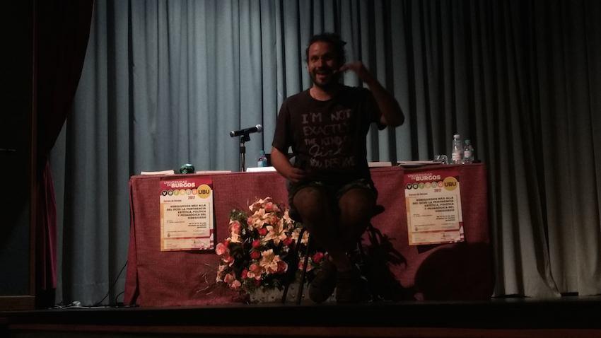 Josué Monchán en su ponencia de narrativa en los videojuegos antihype